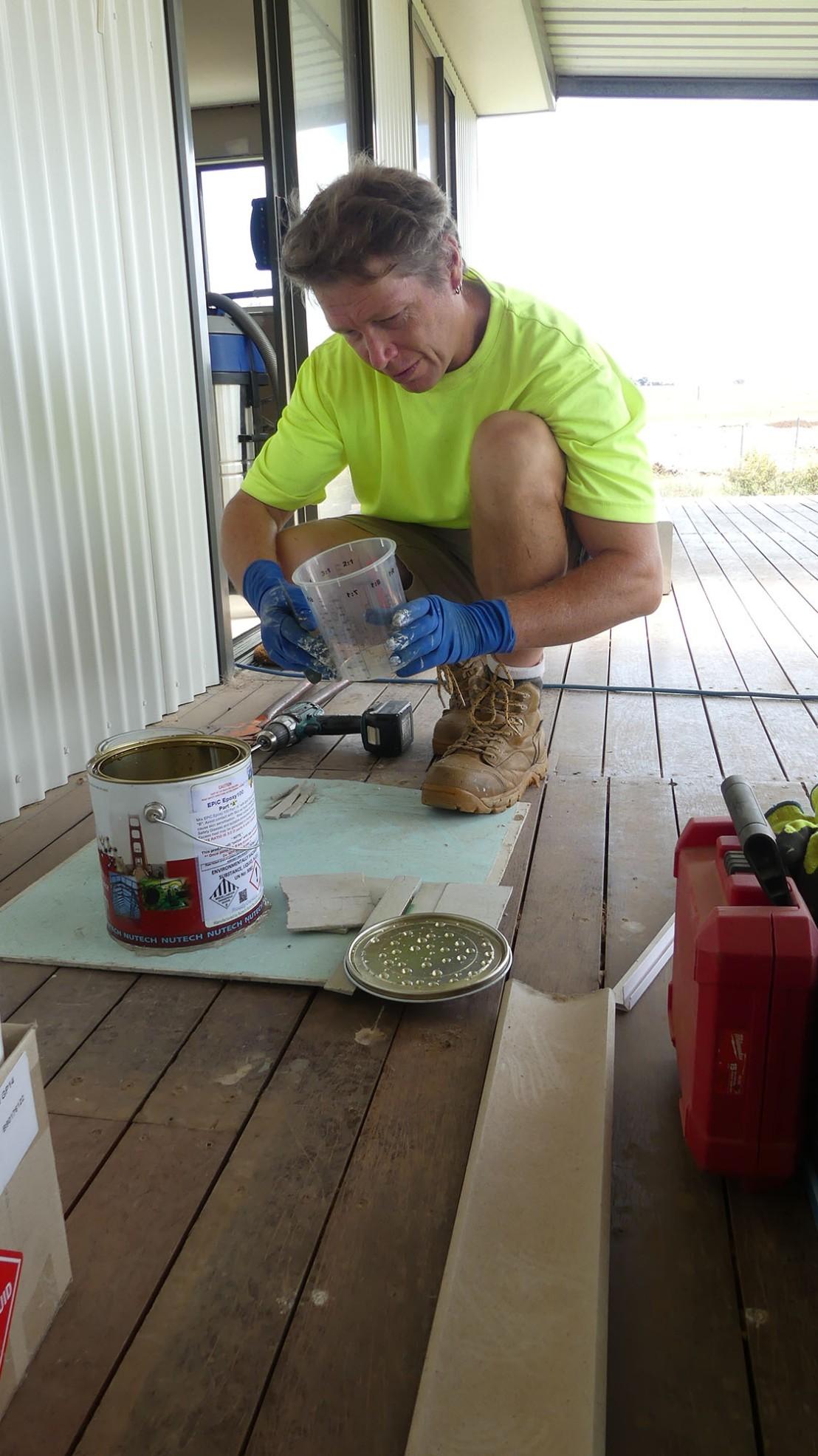 Preparing the flooring joint filler